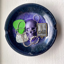 Load image into Gallery viewer, Hippie Speedball skull handmade resin tray