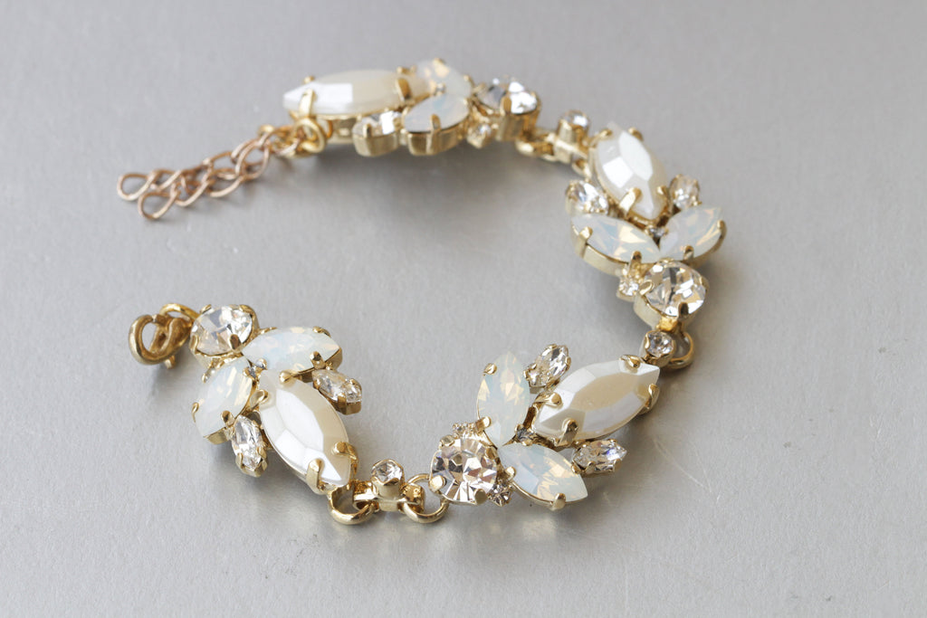 PEARL BRIDAL BRACELET, Pearl Wedding Bracelet, Swarovski White Opal Bracelet,pearl Jewelry Set, Ivory Pearl Bracelet,bridesmaid cream Bangle