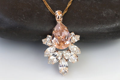 VINTAGE ROSE NECKLACE, Bridal Swarovski Cluster Necklace, Morganite Necklace, Elegant Bridesmaid Jewelry, Blush Wedding Necklace, Rose Gold