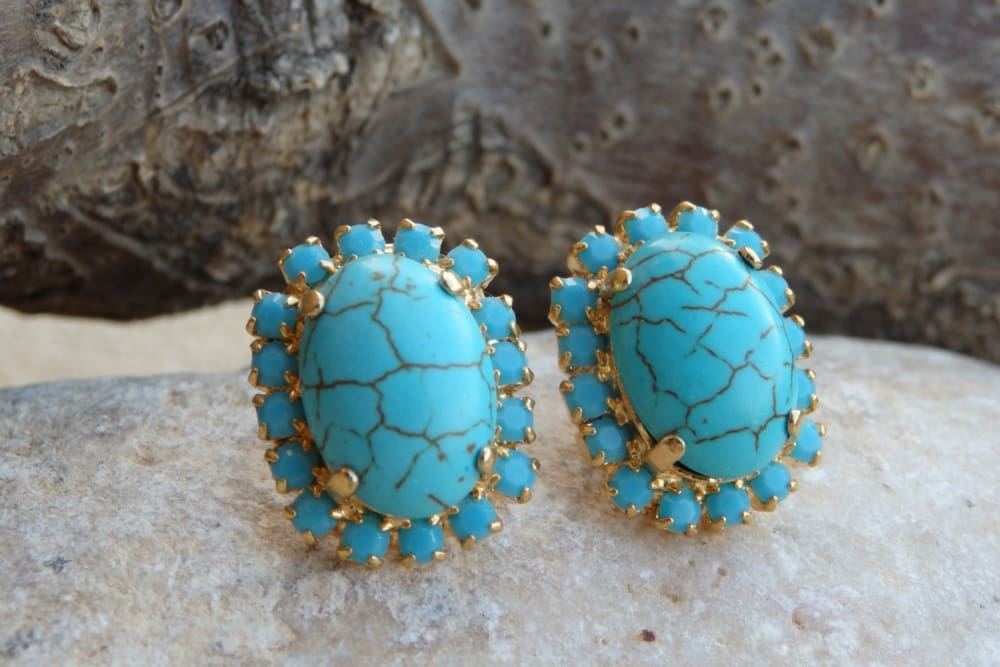 Oval Turquoise Stud Earrings. Wedding Jewelry. Bride Post Earrings. Chic Turquoise Swarovski Earrings. Bridesmaid Gift. Natural Earrings.