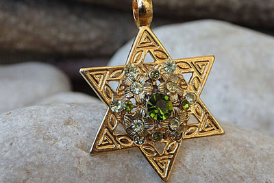 Star Of David Charm Necklace. Green Swarovski Star Of David Necklace. Israeli Magen David Pendant. Green Gemstone Necklace. Judaica Jewelry