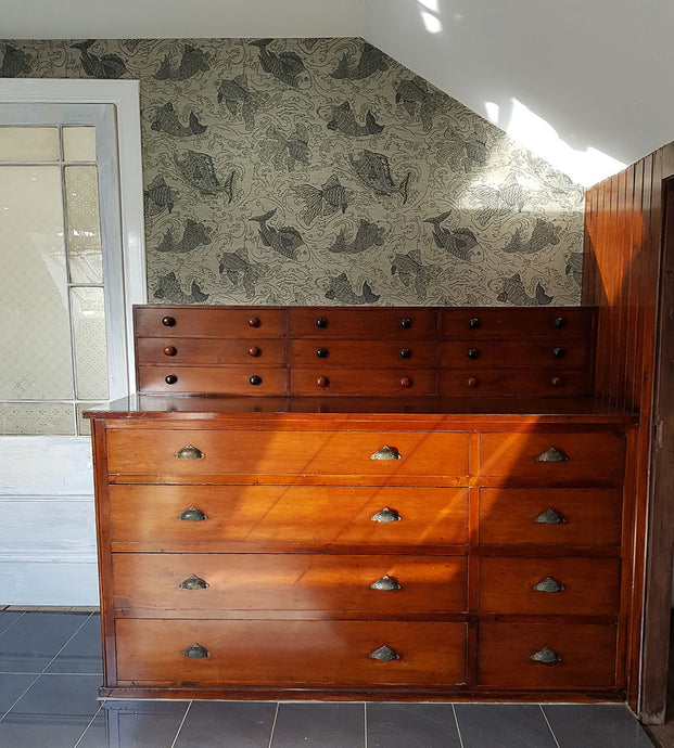 Restoring built-in cupboards and covering bathroom benches