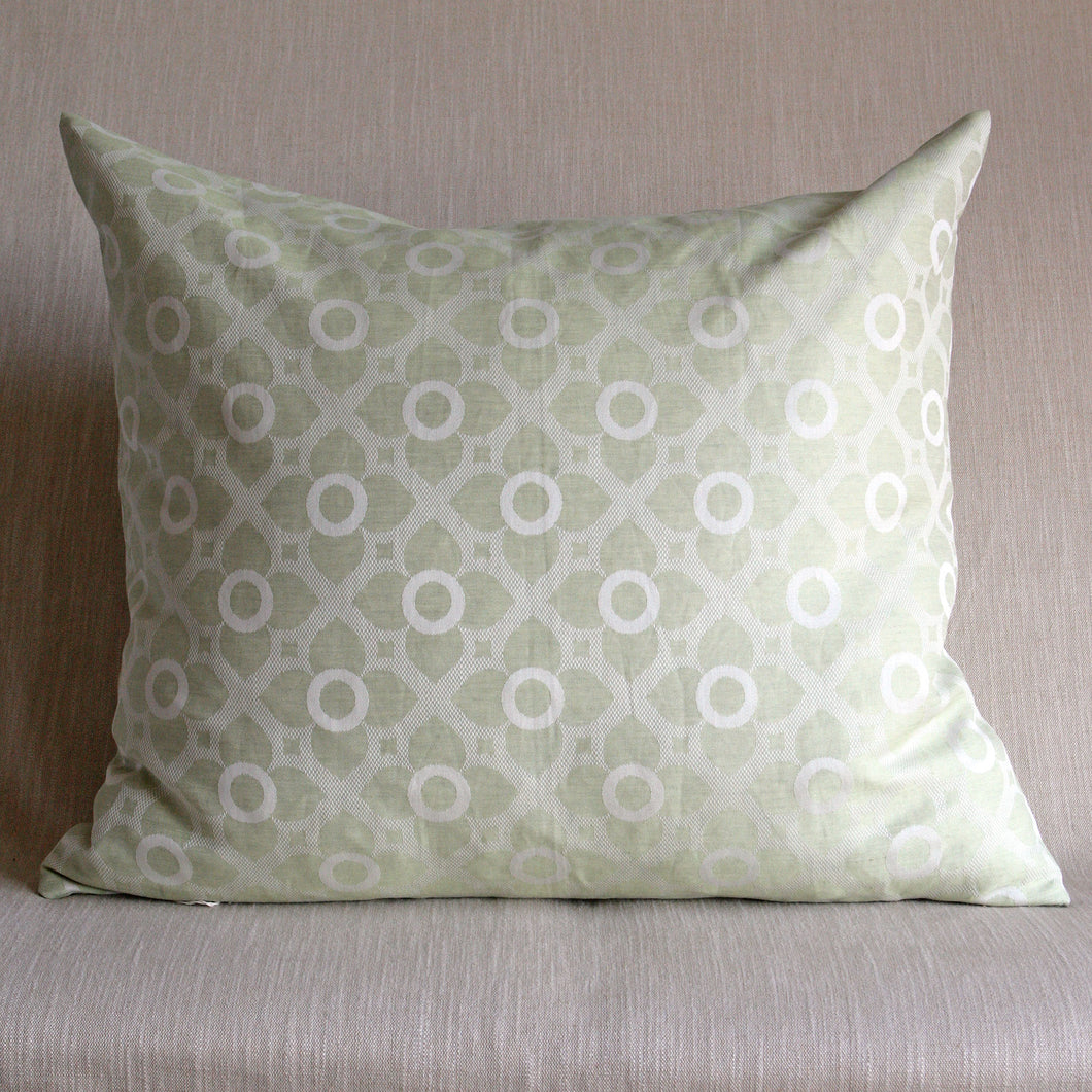 Pale green quatrefolis and circles