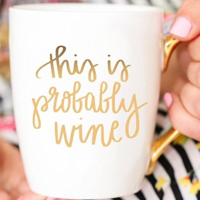 "Taza de café blanca-dorada ""This is Probably Wine"" - Obxequio"