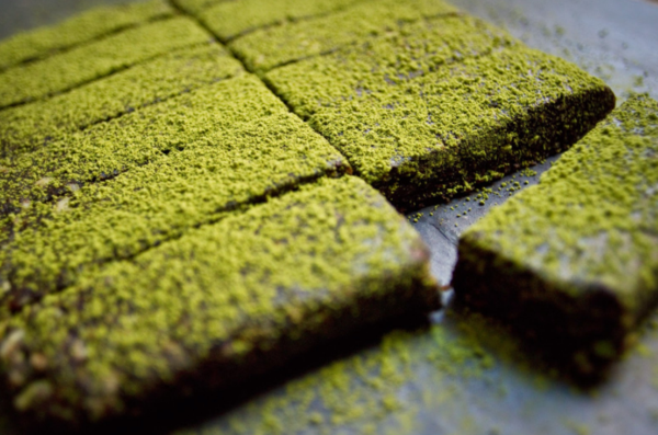 What are dark chocolate matcha date bars?