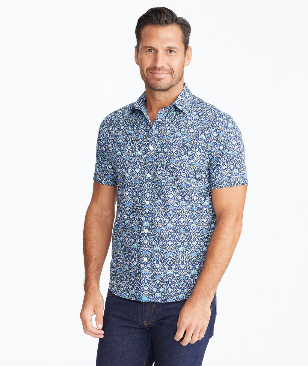 Model wearing a Navy Classic Cotton Short-Sleeve Alverdi Shirt