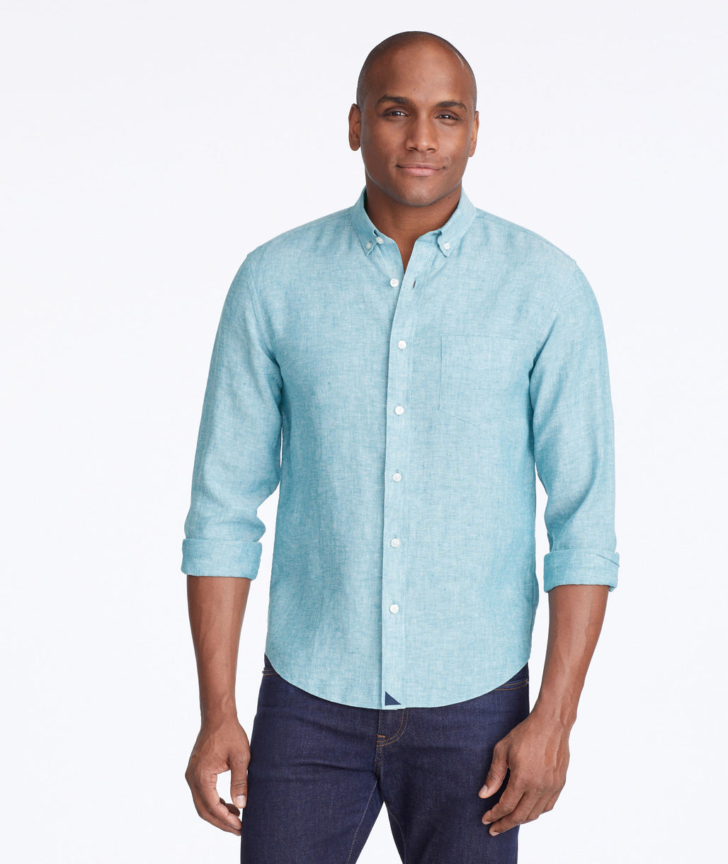 Model wearing a Mid Green Wrinkle-Resistant Linen Coltibuono Shirt
