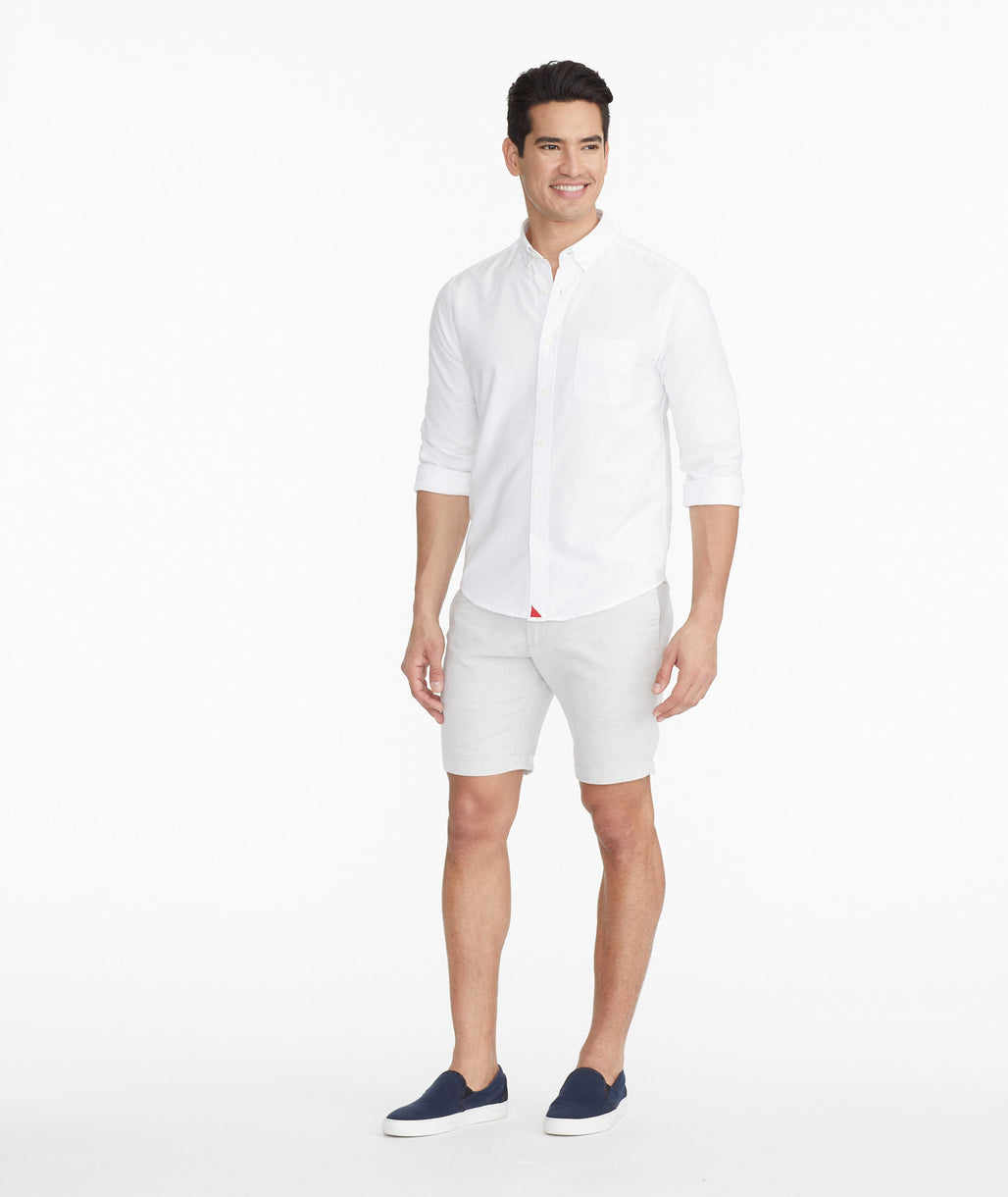 Model wearing a  The Cotton-Linen Short - FINAL SALE
