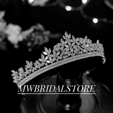 Swarovski Crystal Bridal Tiara, Cubic Zirconia Wedding Crown, Rhinestone Tiara, Wedding Tiara, Crown, Aprkling Wedding Tiara- LARA