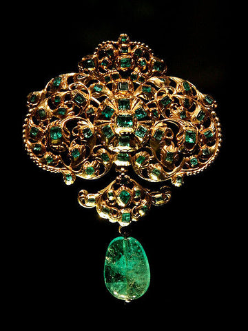 Gold, set with table-cut emeralds, and hung with an emerald drop from Colombia, currently exhibited at Victoria and Albert Museum