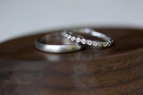 Should A Couple's Wedding Bands Match? | BMJ Jewelry