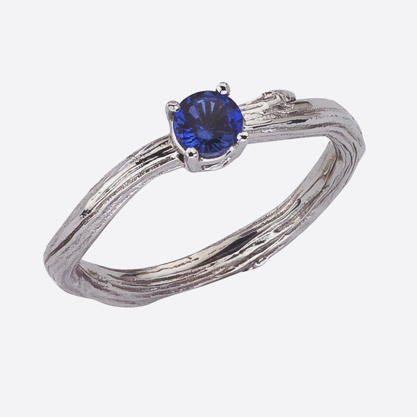 Organic ring - round sapphire engagement in white gold