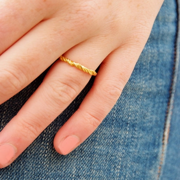 Vine Band in yellow 18K eco friendly recycled gold.
