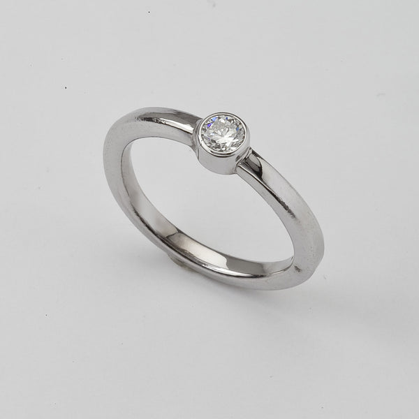 Simple Engagement Ring, White Gold with Round Brilliant Diamond, 18K
