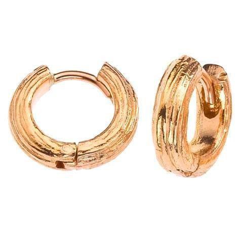 Small hoop earrings. 18K gold. Wood grain detailing.