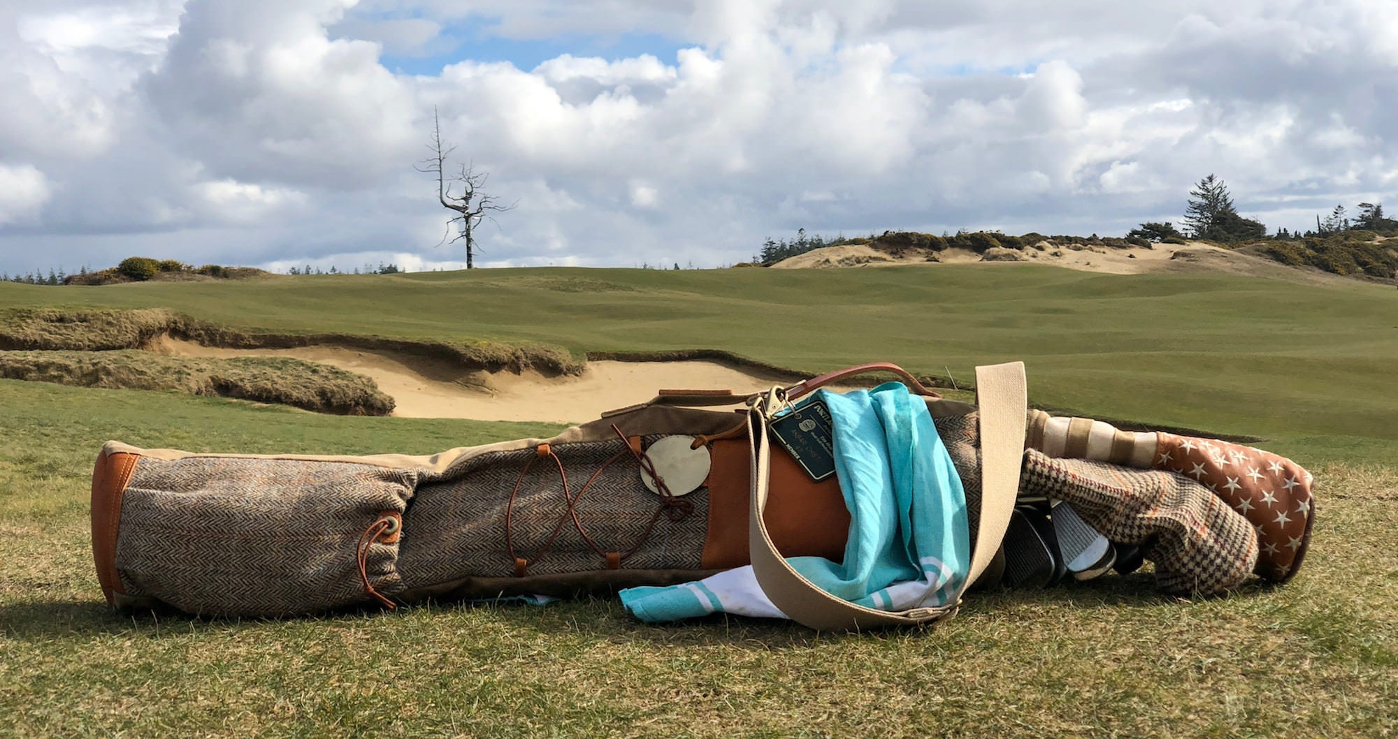 The Harris Tweed Golf Bag by SEAMUS GOLF