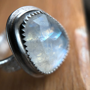 Arena Ring-Faceted Moonstone