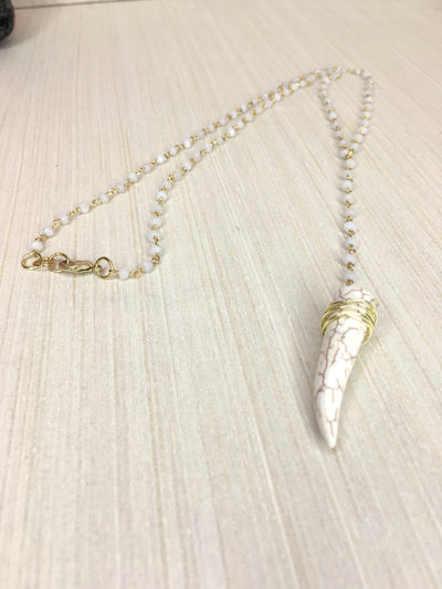 white howlite horn necklace