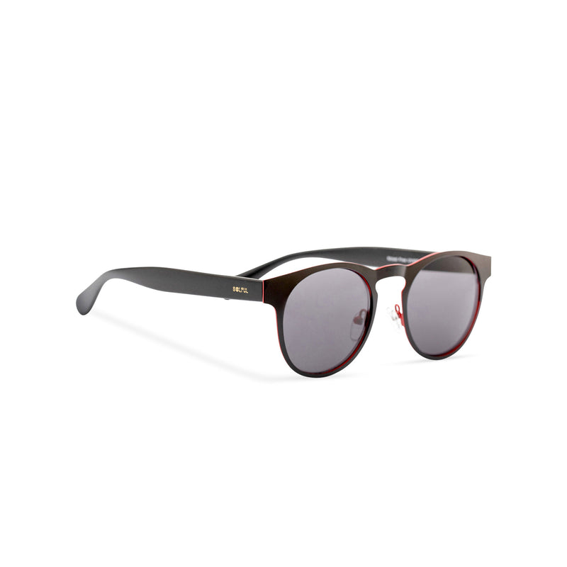 Side view of black sunglasses GAL Ibiza style thin metal frame and red inner