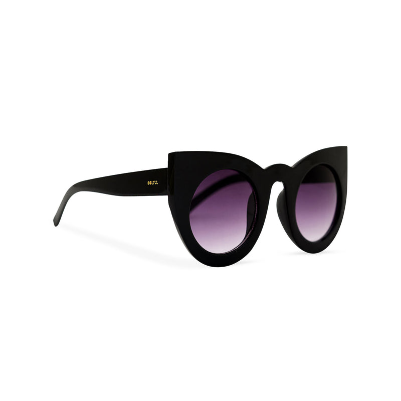 Side view Black women cat eye sunglasses from solid plastic and purple purple lens