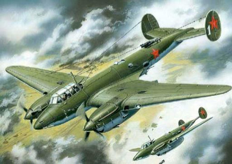 Unimodel Aircraft 1/72 Petlyakov Pe2 Soviet Dive Bomber w/FT MG Turret Kit