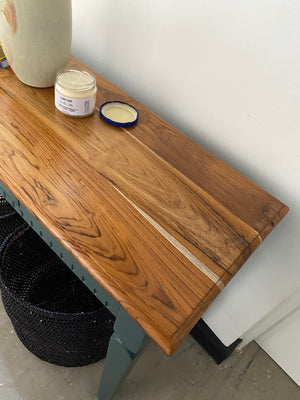 Tugen entryway table