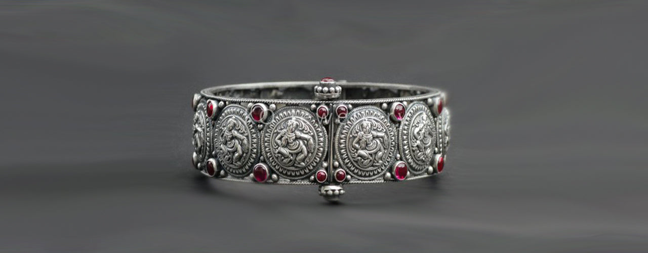 9589508ffc7 Silver bracelets, cuffs, bangles, watches, rings - Buy online India ...