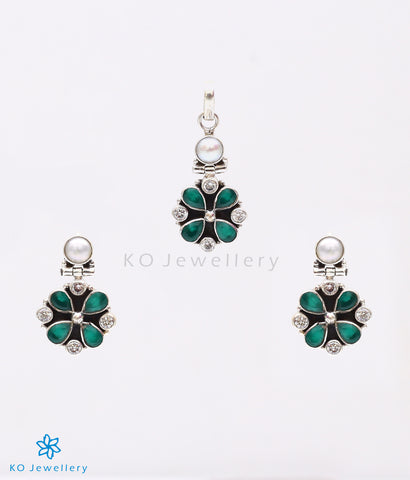Handmade silver and green zircon pendant set for day wear