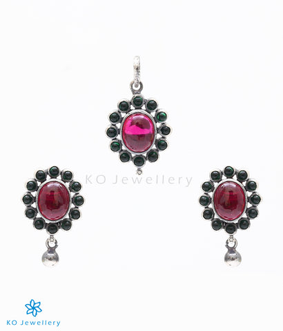 Lovely pendant set in South Indian antique jewellery design