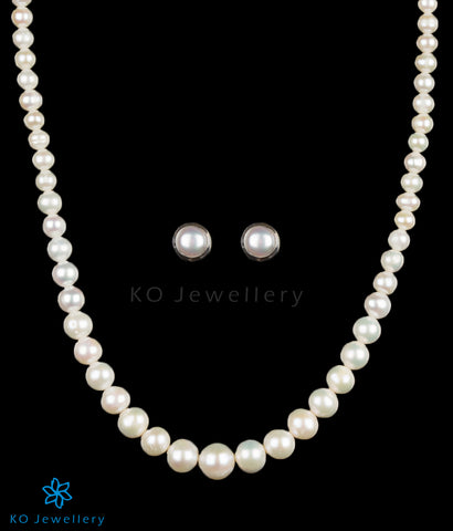 Beautiful pearl string necklace with earrings