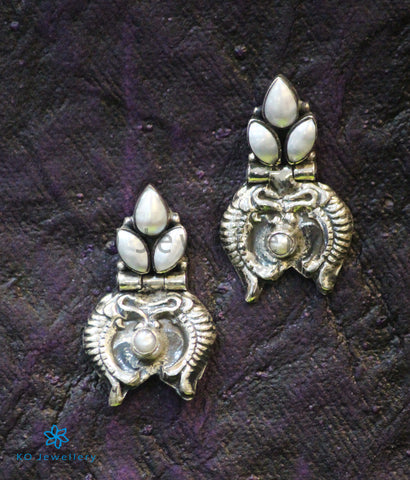The Dhivara Silver Fish Earrings (Pearl)