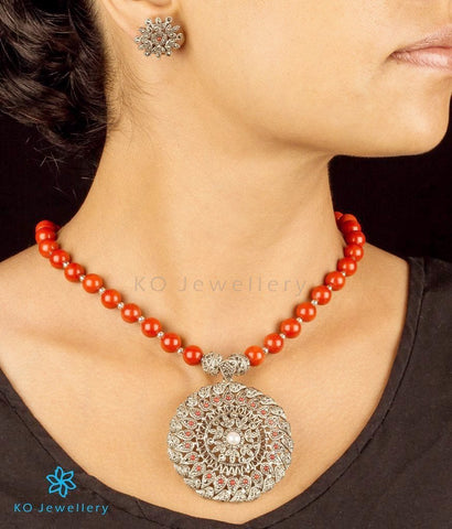 Bold necklace Indian regional jewellery designs online