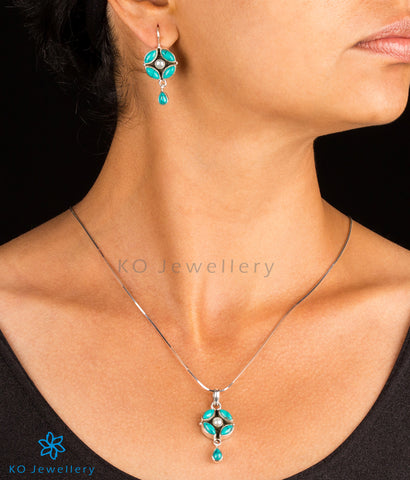 The Purabi Silver Gemstone Pendant Set(Turquoise)