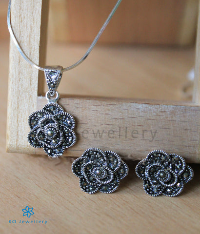 The Gul Pendant Set