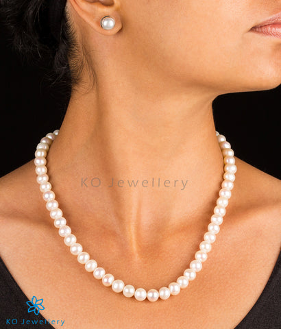 Beautiful original pearl necklace with earrings