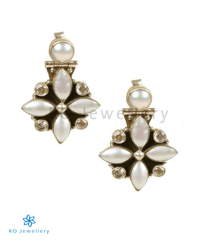 The Pushthi Silver Gemstone Earring(Pearl)
