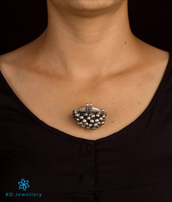 Pure silver oxidized pendant ships worldwide