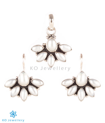 handmade silver and pearl ornaments at affordable rates