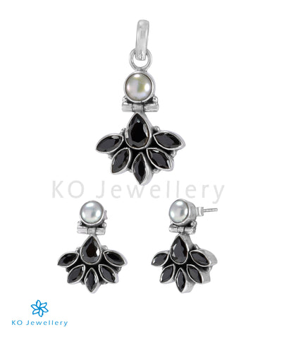 The Prerna Silver Gemstone Pendant Set(Black)