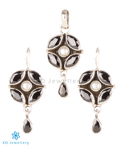 The Purabi Silver Gemstone Pendant Set(Black)