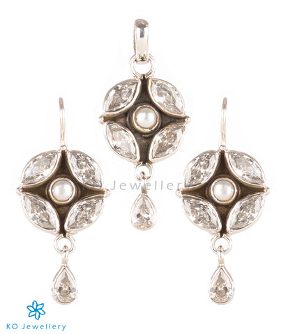 The Purabi Silver Gemstone Pendant Set(White)