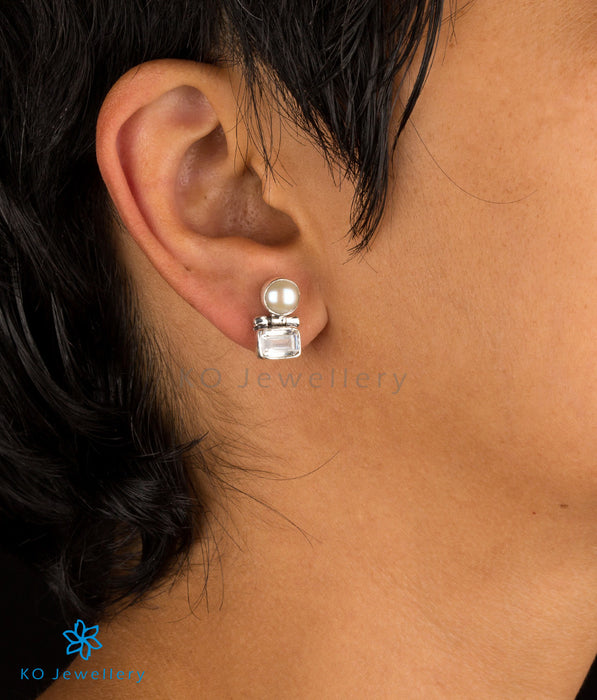 The Parth Silver Earstuds(White)