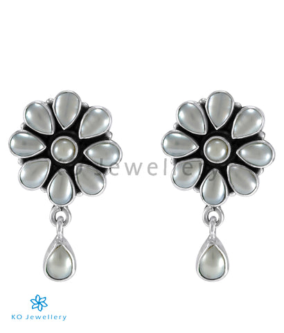 The Aamod Silver Gemstone Ear-stud (Pearl)
