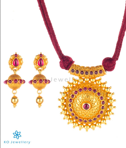 Temple jewellery set with resplendent sun-shaped pendant
