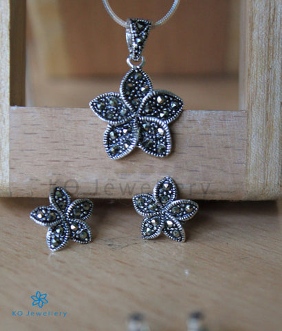 The Daffodils Silver Pendant Set