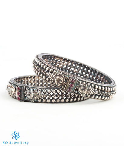 The Malhar Silver Bangle (Oxidised)