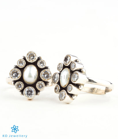 Beautifully decorated pearl and silver toe-ring online shopping India