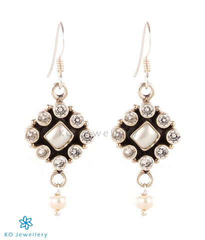 The Pranati Silver Gemstone Earrings (White/Pearl)