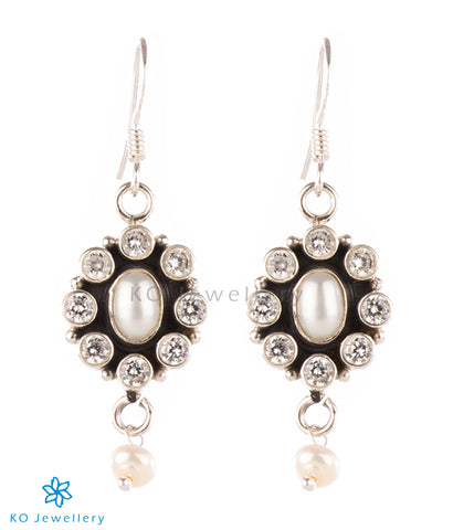 The Yukti Earrings (White/Pearl)