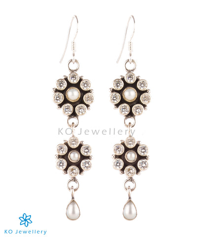 The Prapti Earrings-Pearl